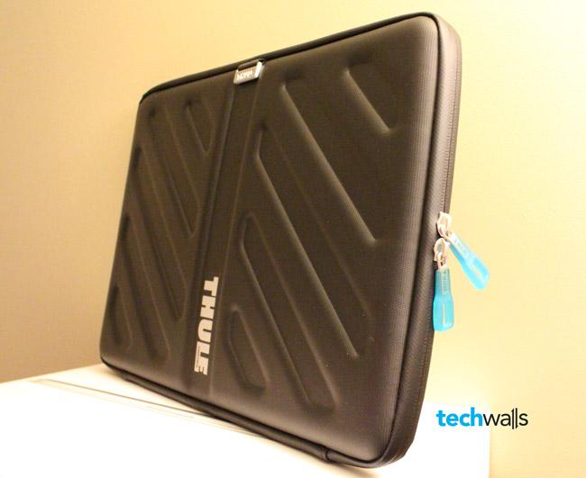 thule-gauntlet-macbook-pro-15-sleeve-3