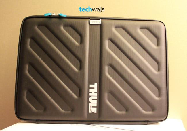 thule-gauntlet-macbook-pro-15-sleeve-4