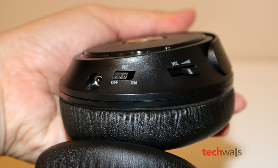 Audio-Technica-ATH-ANC70-3