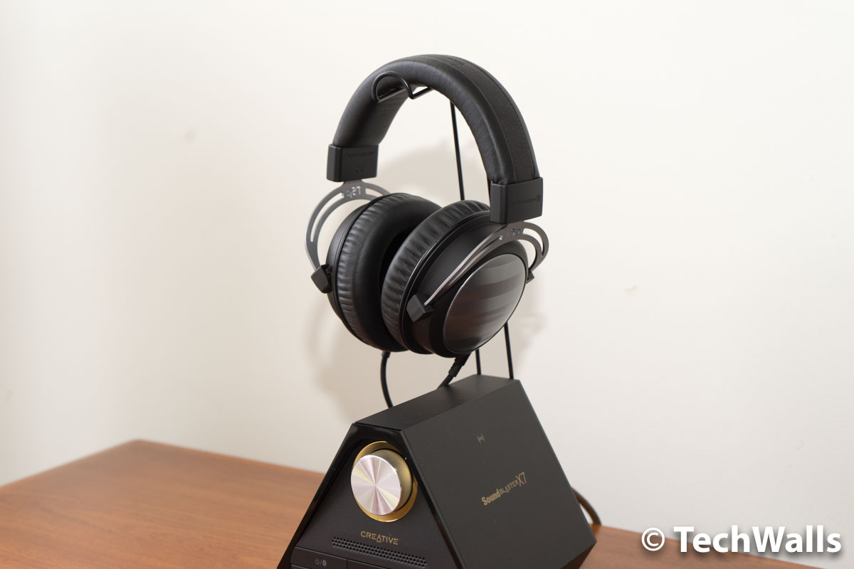 X7 with headphone stand