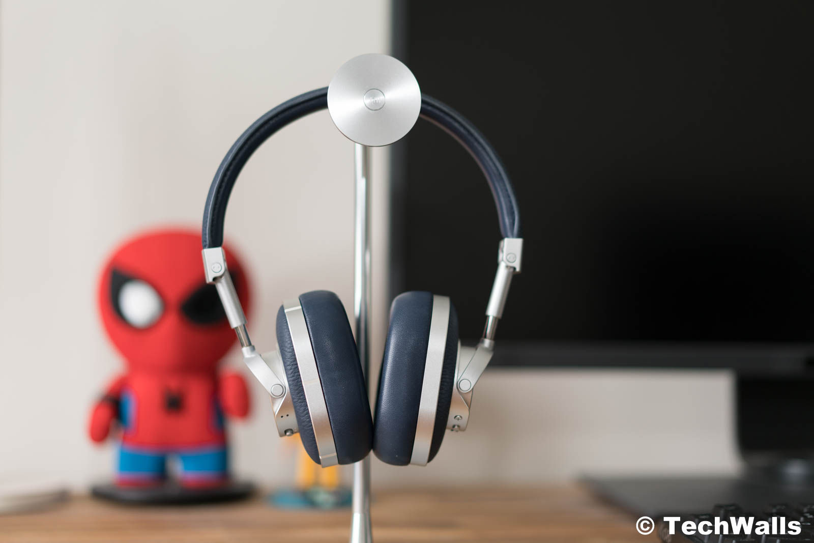 8d8235905bc ... on previous Master & Dynamic headphones but the wireless models have  some notable improvements. The MW60 features Bluetooth 4.1 with Aptx  high-quality ...