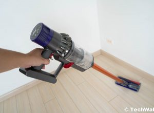 Dyson Cyclone V10 Absolute Cordless Stick Vacuum Cleaner Review – Full-Size Corded Vacuums Are Dead