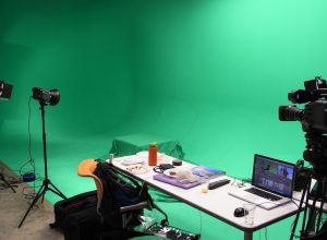 What are the benefits of using green screen?
